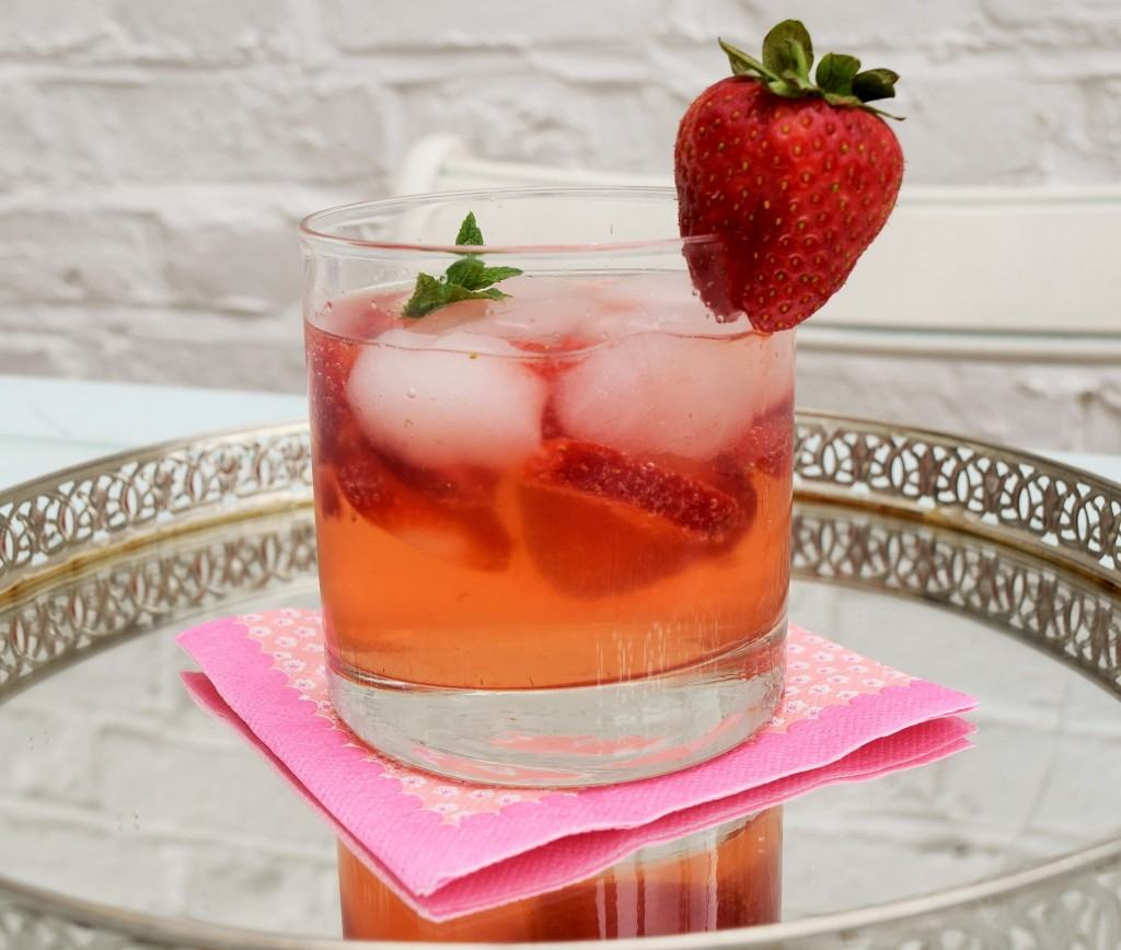 Strawberry-gin-smash-lucyloves-foodblog