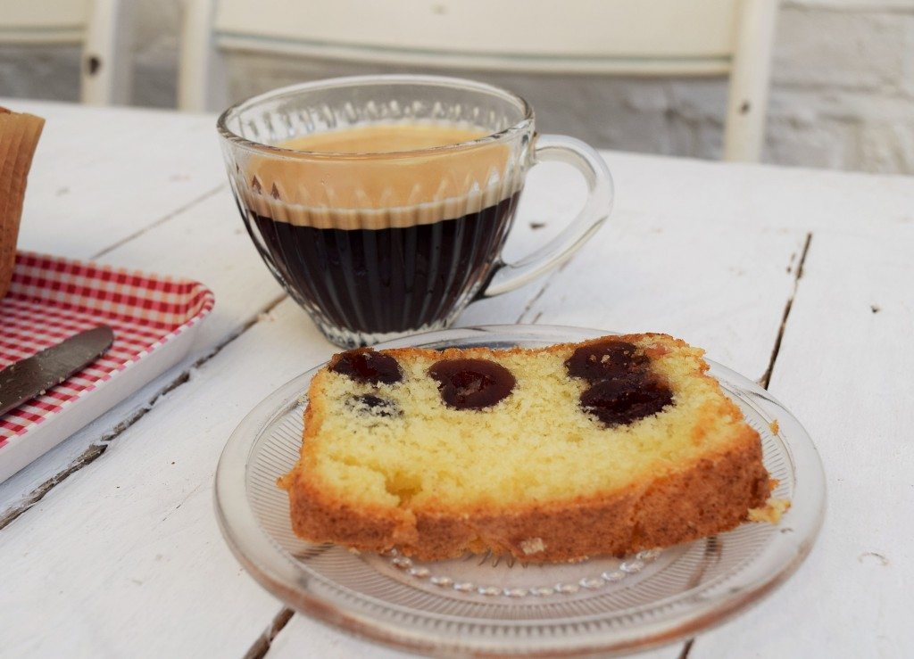 Cherry-cake-lucyloves-foodblog