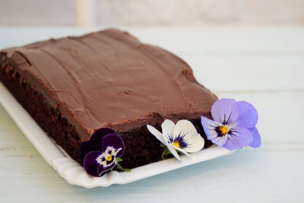 One-Bowl-chocoalte-sheet-cake-lucyloves-foodblog