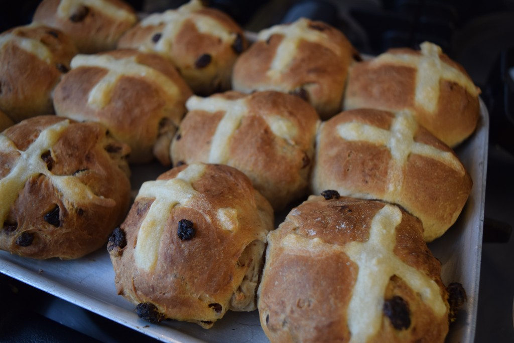 Classic-hot-cross-buns-lucyloves-foodblog