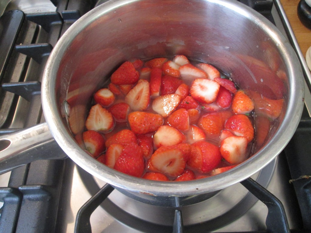 strawberry-syrup-lucyloves-foodblog