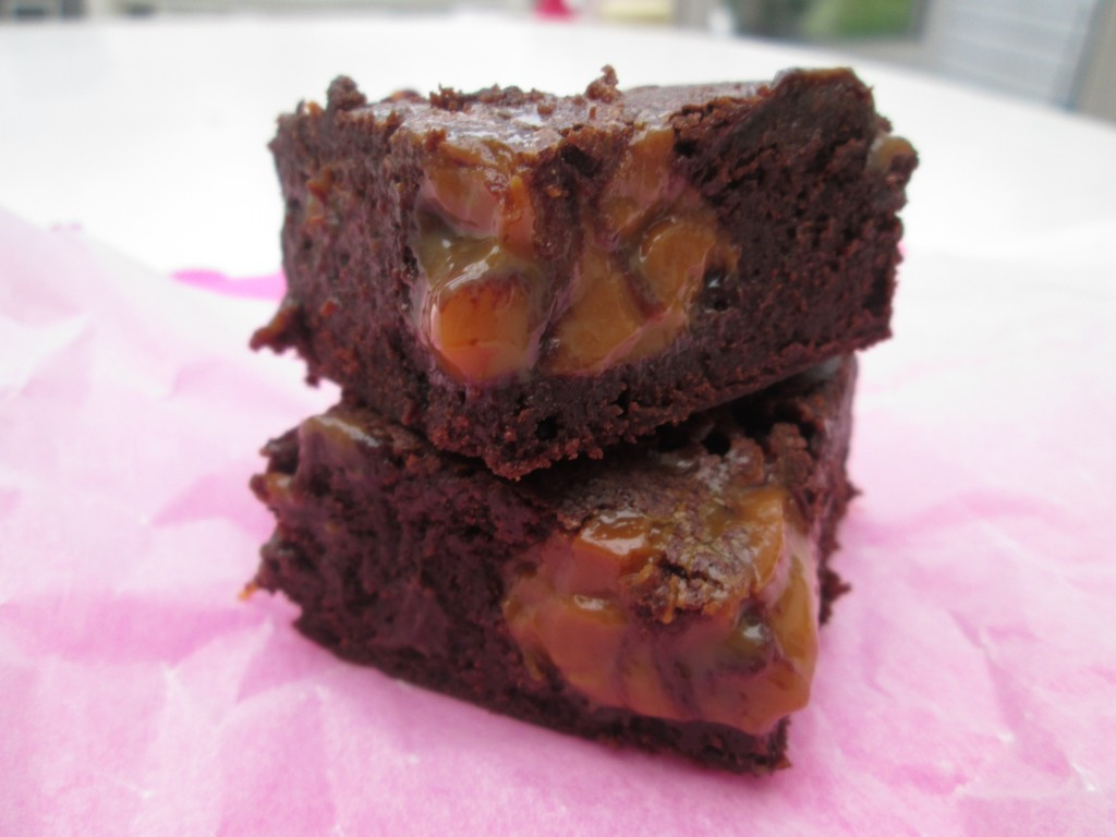 Salted-dulce-de-leche-brownies-lucyloves-foodblog