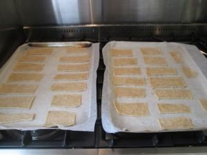 Sesame-crackers-lucyloves-foodblog