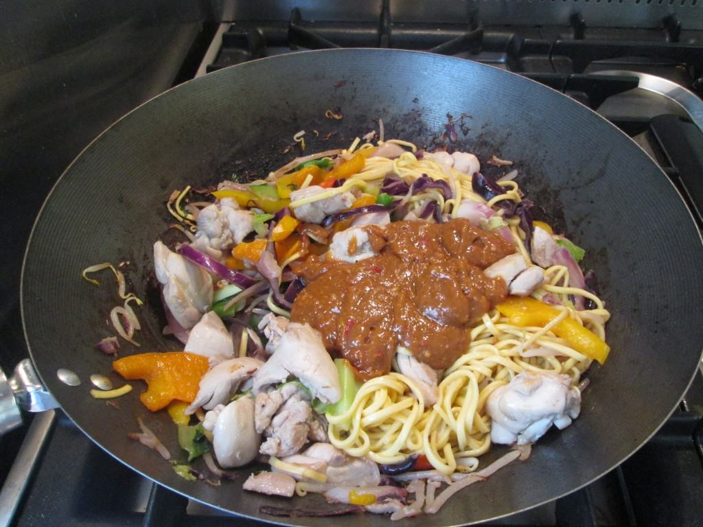 Chicken-peanut-noodles-lucyloves-foodblog