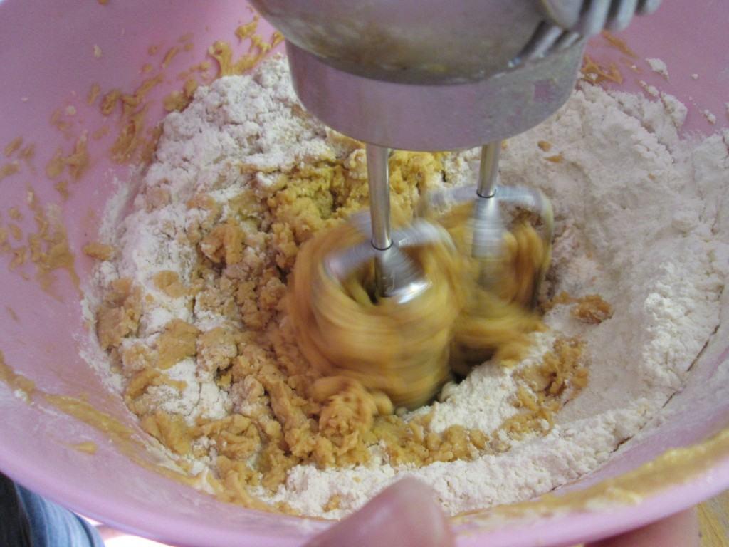 Peanut-butter-jam-slice-lucyloves-food-blog