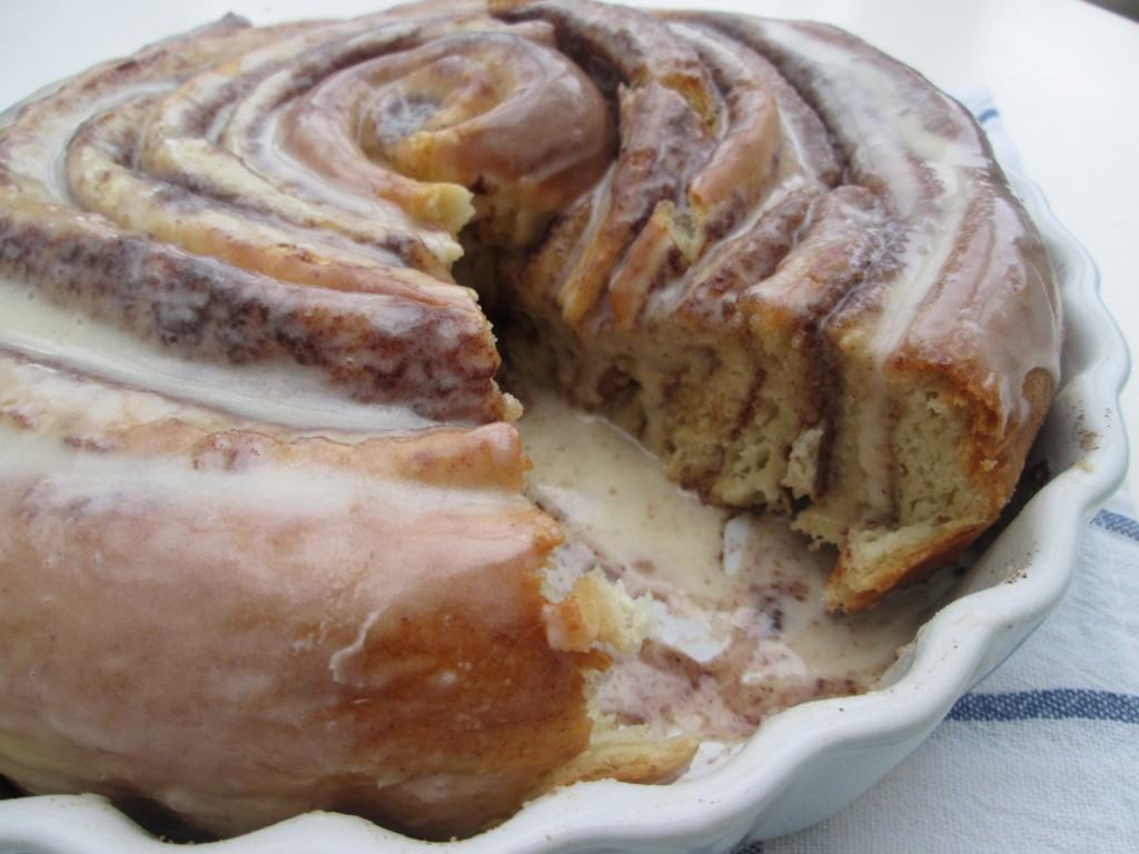 Giant-cinnamon-roll-lucyloves-foodblog