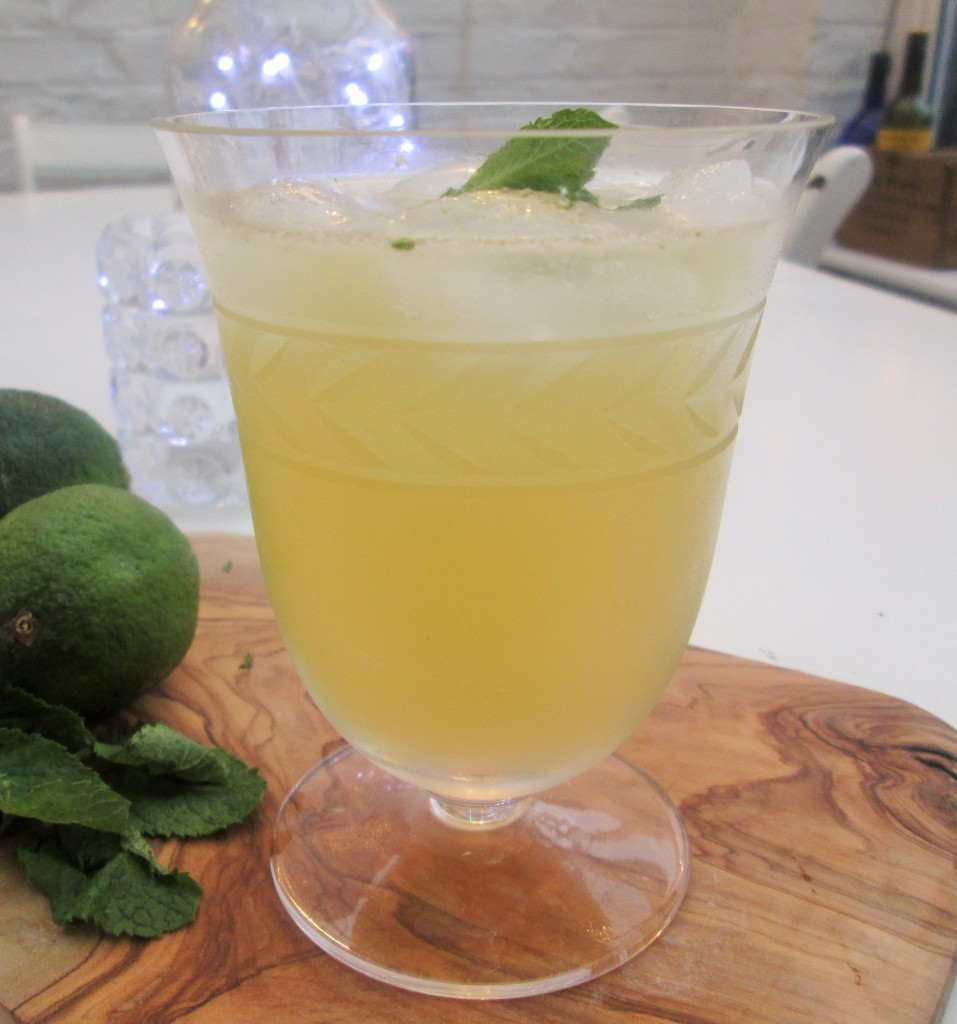 Apple-gin-mint-elderflower-cocktail-lucyloves-foodblog