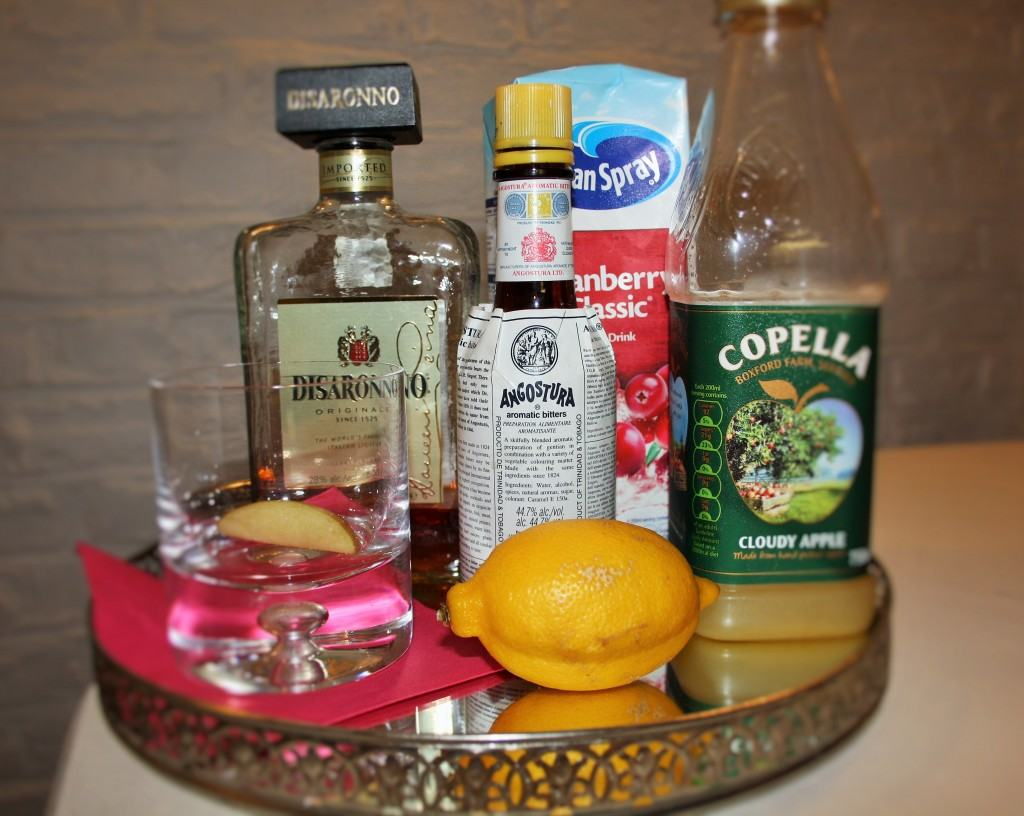 Cranberry-apple-amaretto-cocktail-lucyloves-foodblog