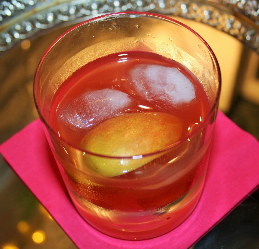 Amaretto-cranberry-apple-cocktail-lucyloves-foodblog
