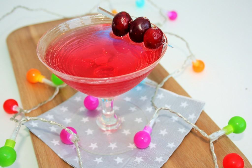 Christmas-cranberry-cocktail-lucyloves-foodblog