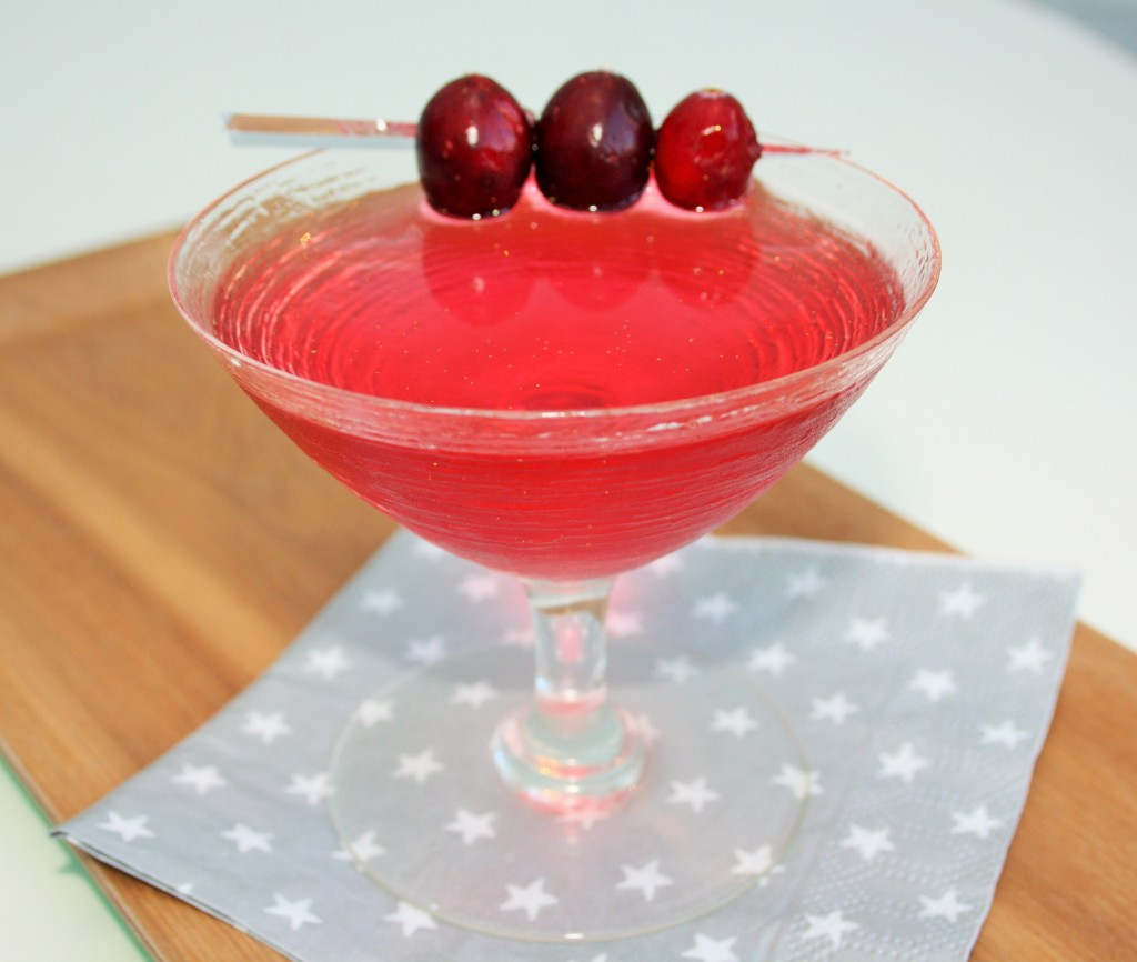 Christmas-cranberry-martini-lucyloves-foodblog
