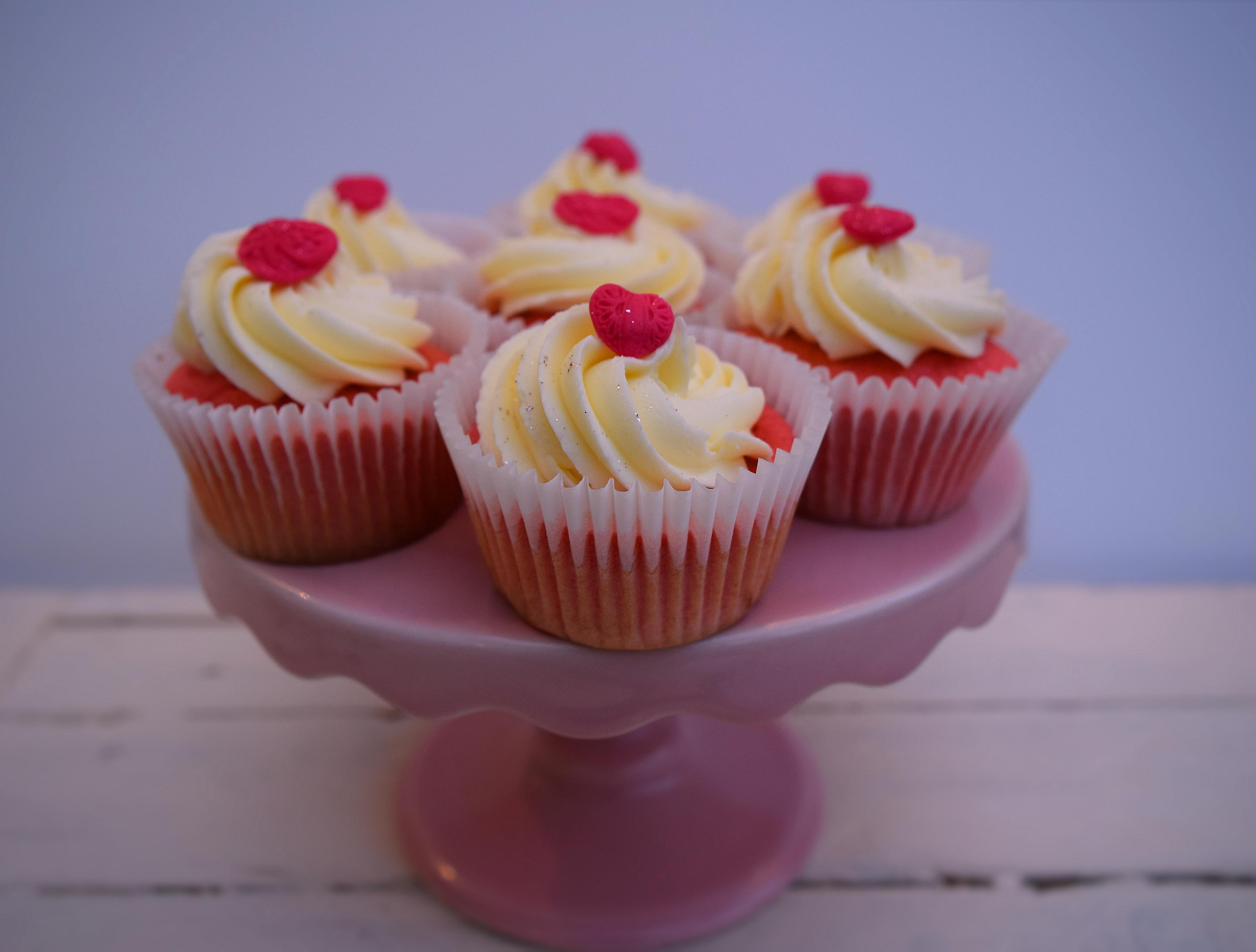Pink-velvet-cupcakes-lucyloves-foodblog